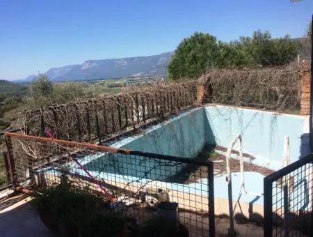 Gökova Bölgesinde Satılık Yüzme Havuzlu 8 Oda Taş Villa 740M2 Arsa